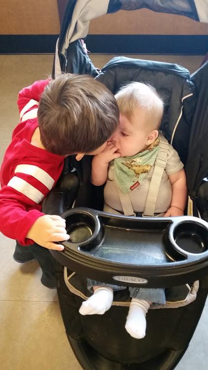 9111 stroller kisses